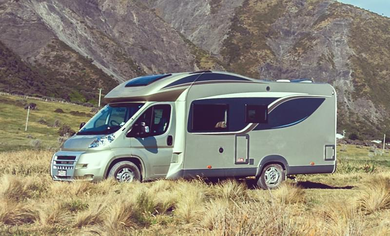 Location camping-car profilé